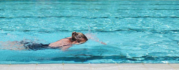 Nackt- schwimmen