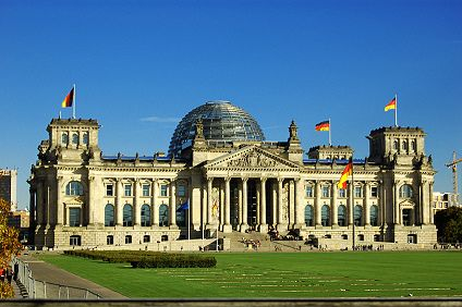 foto vom rasen vor dem reichstag. Black Bedroom Furniture Sets. Home Design Ideas